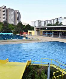 Kombibad Gropiusstadt: A Bauhaus Swimming Oasis